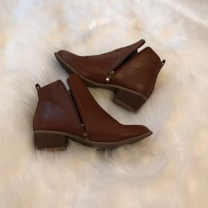 Shoes - Brown faux leather booties size 8